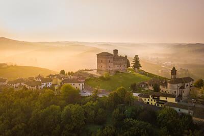 Reise in die Weinberge im Piemont